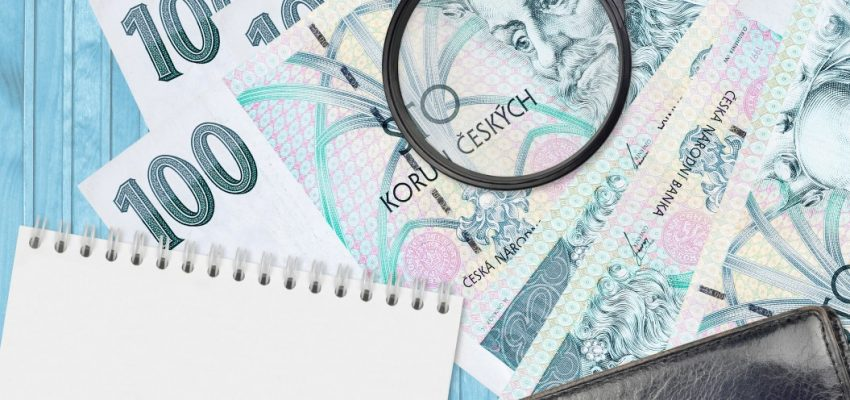 100-czech-korun-bills-and-magnifying-glass-with-black-purse-and-notepad-concept-of-counterfeit-money_t20_Bmapy8
