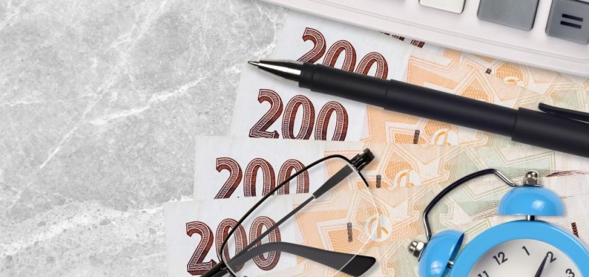 200-two-hundred-korun-dve-ste-czech-czk-koruna-haler-republic-pen-calculator-alarm-clock-glasses-tax_t20_wLka0K