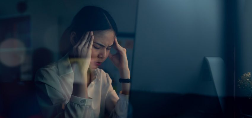 asian-business-woman-have-a-headache-because-using-the-computer-and-working-for-a-long-time-at-night_t20_O0GNom