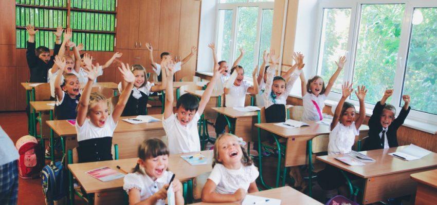happy-children-in-school_t20_doyJnJ