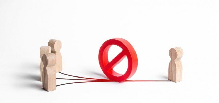 ignorance-avoidance-blocking-misunderstanding-protection-ignoring-bullying-employee-stop-ban_t20_xR03K8
