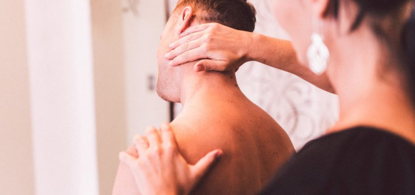 neck-physiology-health-care-man-treatment-massage-medical-doctor-physio-physiotherapists_t20_lWdkLb