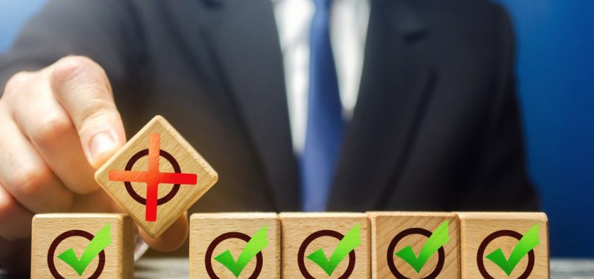 planning-business-change-management-concept-businessman-blocks-metaphor-breaks-row-check-boxes-red-x_t20_9knEEK-1