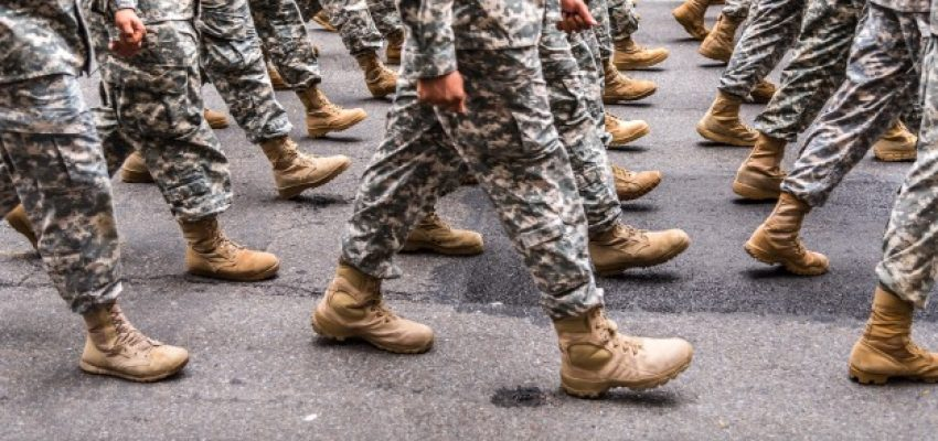 walking-military-army-boots-nyc-soldiers-synchronized-marching_t20_l1QyBB